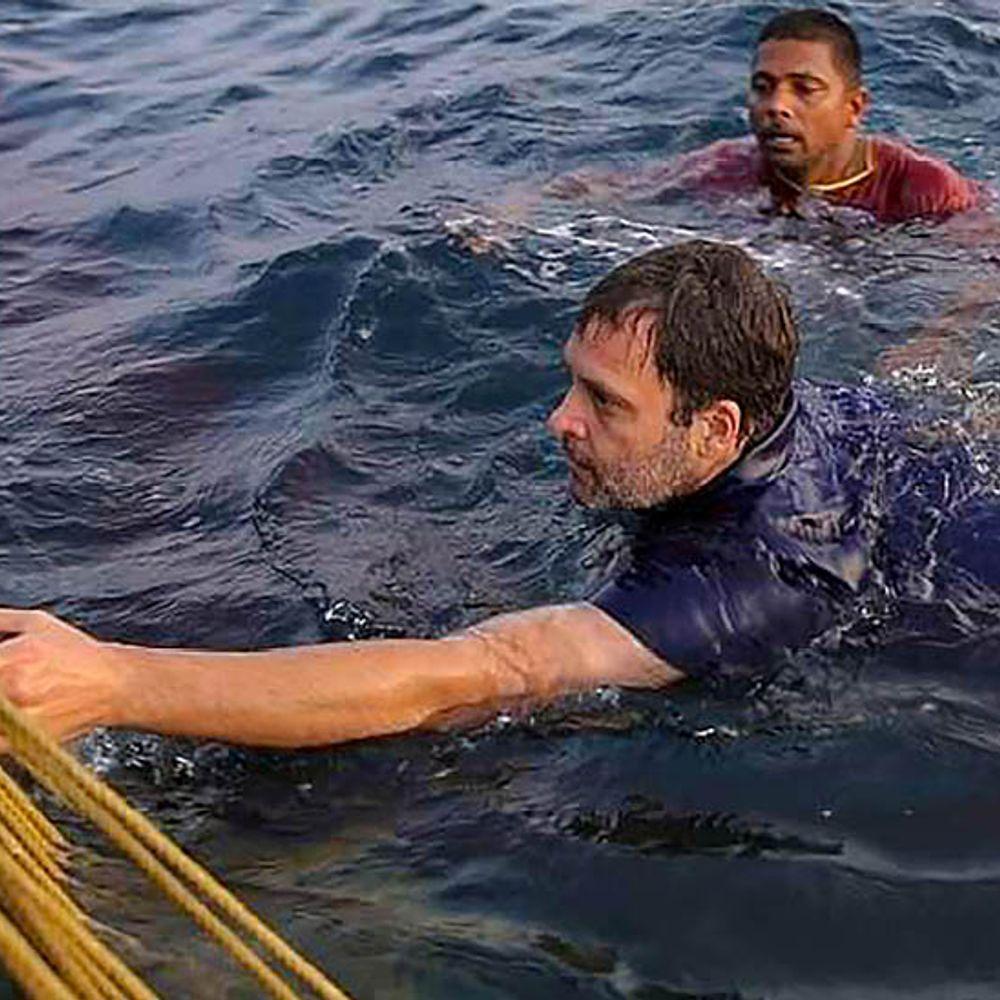 फोटोज में राहुल का अलग अंदाज:केरल में मछुआरों के साथ कांग्रेस नेता ने समुद्र में छलांग लगाई, मछलियां भी पकड़ीं