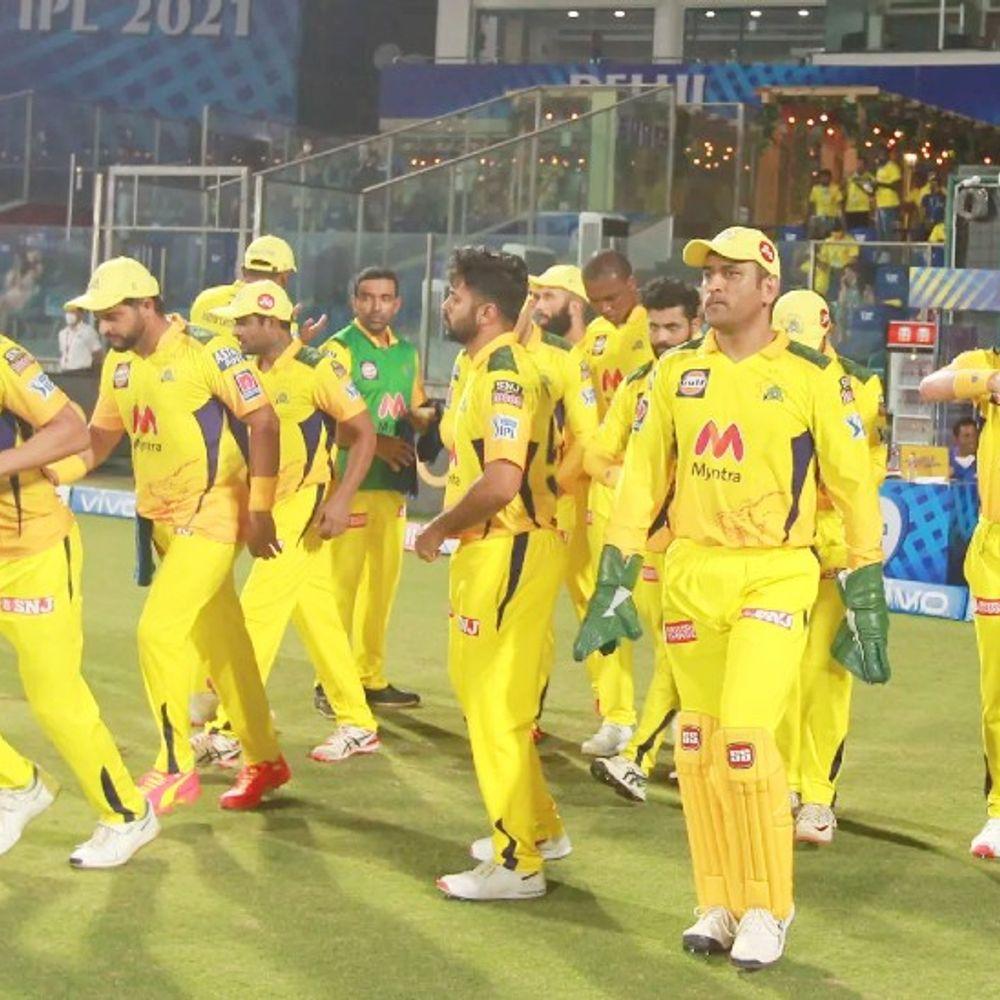 धोनी मैदान के बाहर भी सुपर कप्तान:कहा- जब तक सभी साथी सुरक्षित घर नहीं पहुंच जाते, तब तक मैं भी चेन्नई टीम को छोड़कर होटल से नहीं जाऊंगा