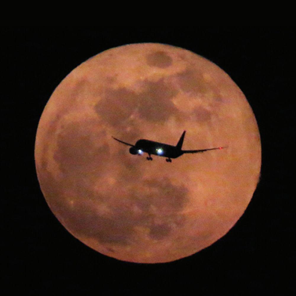 चंद्रकला:2021 के पहले पूर्ण चंद्रग्रहण के साथ ही दुनिया ने देखा सुपर मून और ब्लड मून; 6 साल में पहली बार ऐसा हुआ