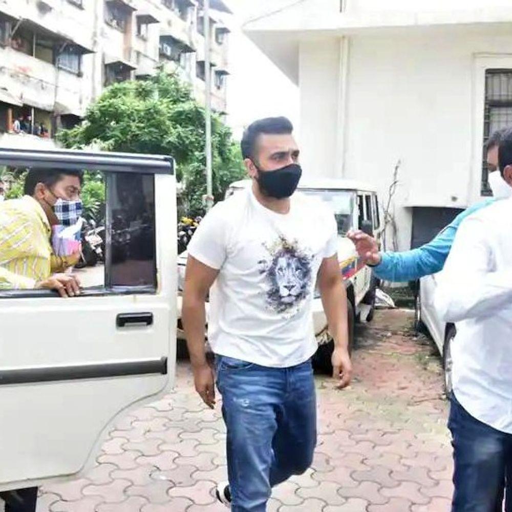 Raj Kundra Porn APP Hotshots Case | Shilpa Shetty's Husband Raj Kundra Police Remand Ends Today | राज कुंद्रा इंटरनेशनल लेवल पर 121 वीडियो बेचने की तैयारी कर रहे थे, 9 करोड़ में हुई थी डील - WPage - क्यूंकि हिंदी हमारी पहचान हैं