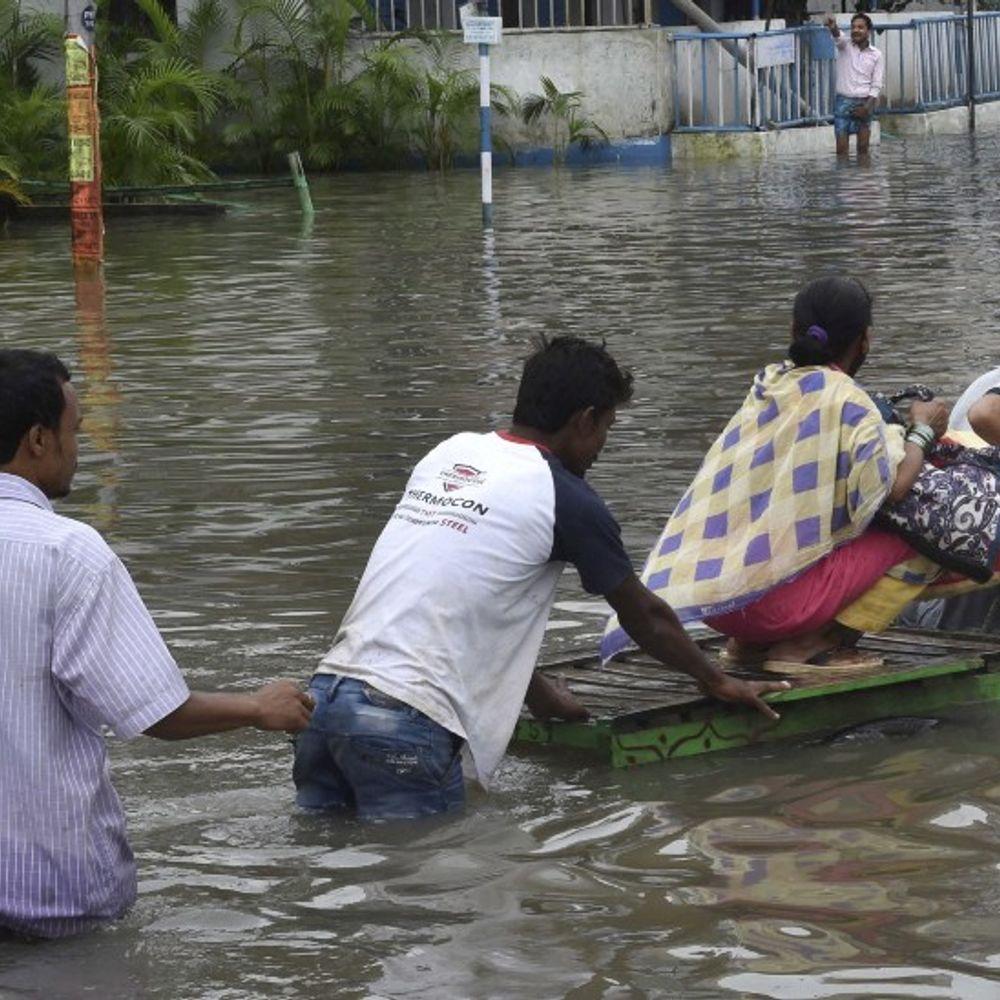 पूर्वी हिस्से में बढ़ रहा मानसून:MP, राजस्थान में रेड अलर्ट, बंगाल के कई इलाके पानी में डूबे; झारखंड-बिहार और UP में भारी बारिश का अनुमान