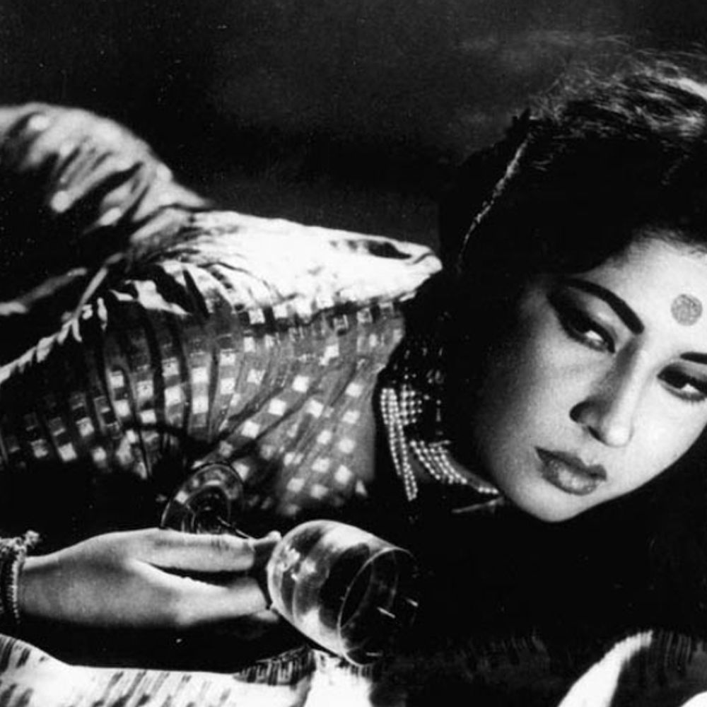 बर्थ एनिवर्सरी:मीना कुमारी को नींद ना आने पर डॉक्टर ने दी थी थोड़ी सी ब्रांडी पीने की सलाह, यह शराब की लत बन गई और एक्ट्रेस की जिंदगी बर्बाद हो गई