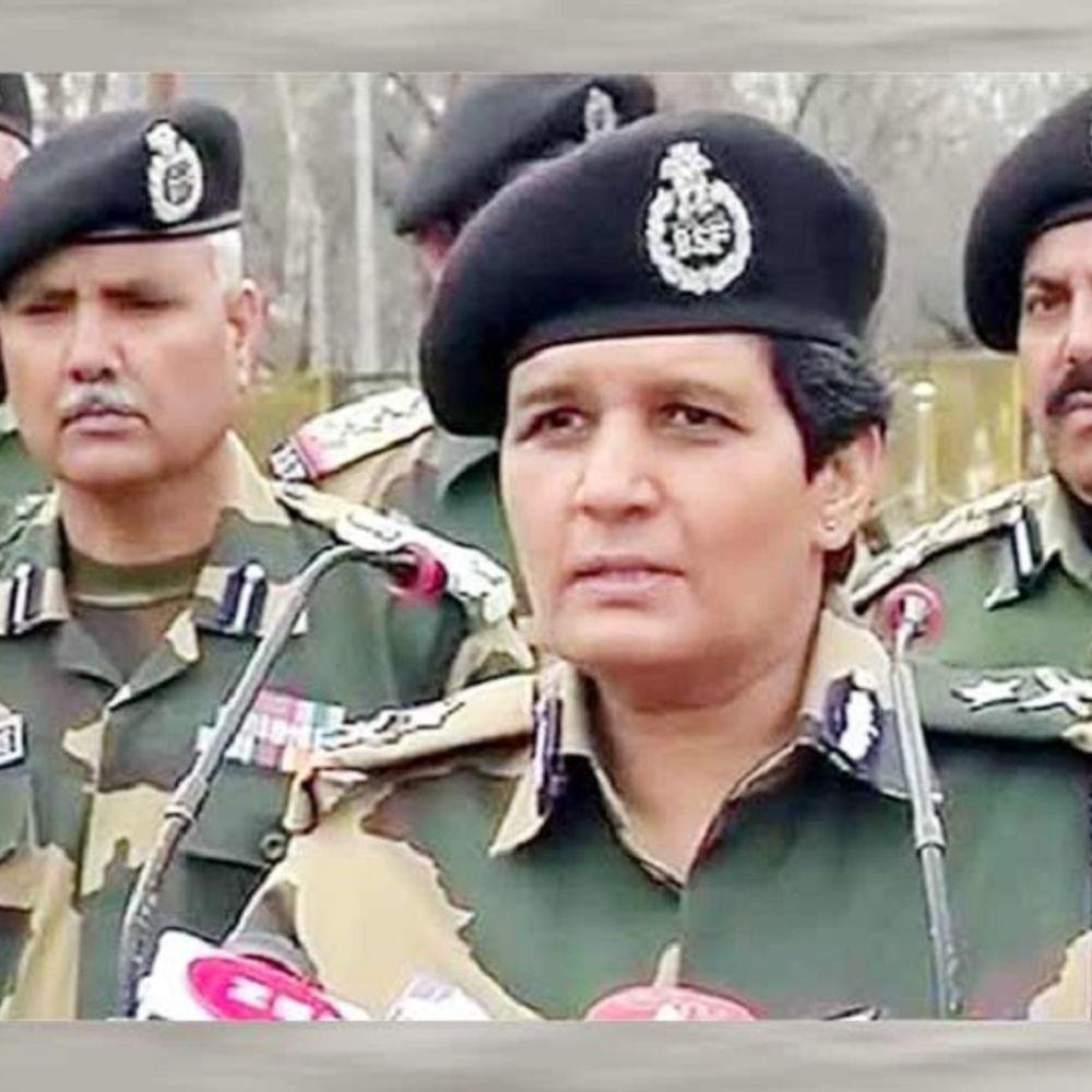 पंजाब फ्रंटियर की कमान संभालेंगी IPS सोनाली मिश्रा:पहली बार महिला अधिकारी के हाथों में होगी अटारी बॉर्डर की सुरक्षा; MP की बेटी कश्मीर घाटी में भी दे चुकी हैं सेवाएं