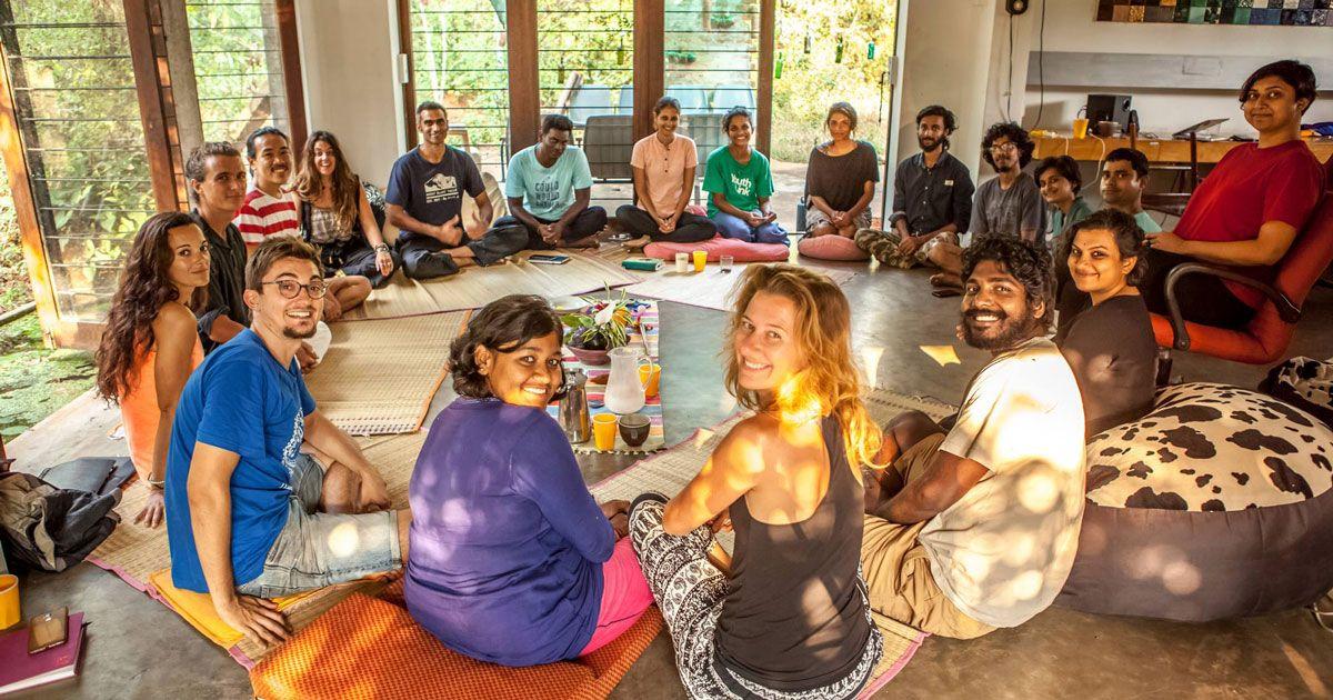 ઓરોવિલમાં 42 દેશોના લોકો ઘણી જ સાદગીથી જીવન વિતાવે છે. જેમાંથી 30 ટકા ભારતીય પણ છે