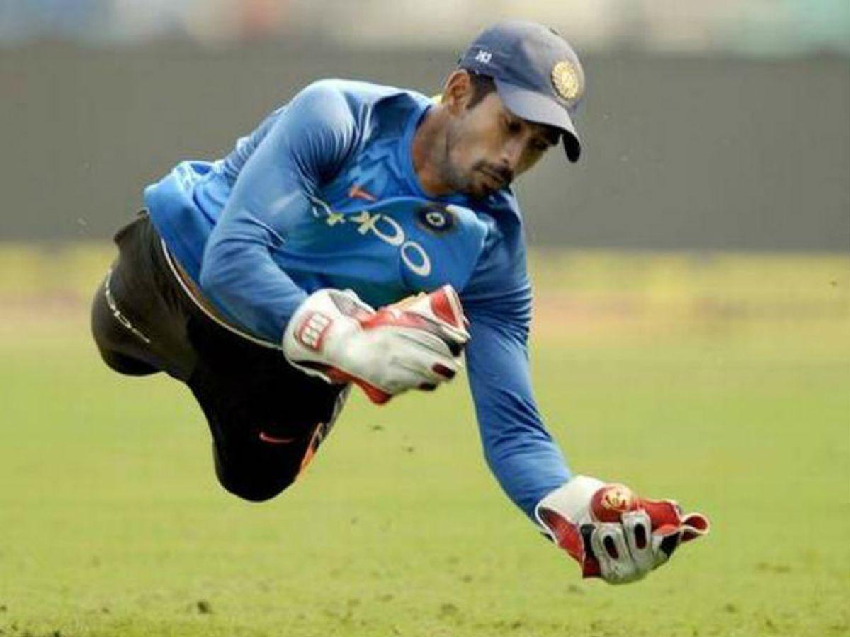 Virat Kohli On Wicket keeping; Wriddhiman Saha To replace Rishabh Pant Test against South Africa | दक्षिण अफ्रीका के खिलाफ पहले टेस्ट से ऋषभ पंत बाहर, साहा टीम में; अश्विन की वापसी -