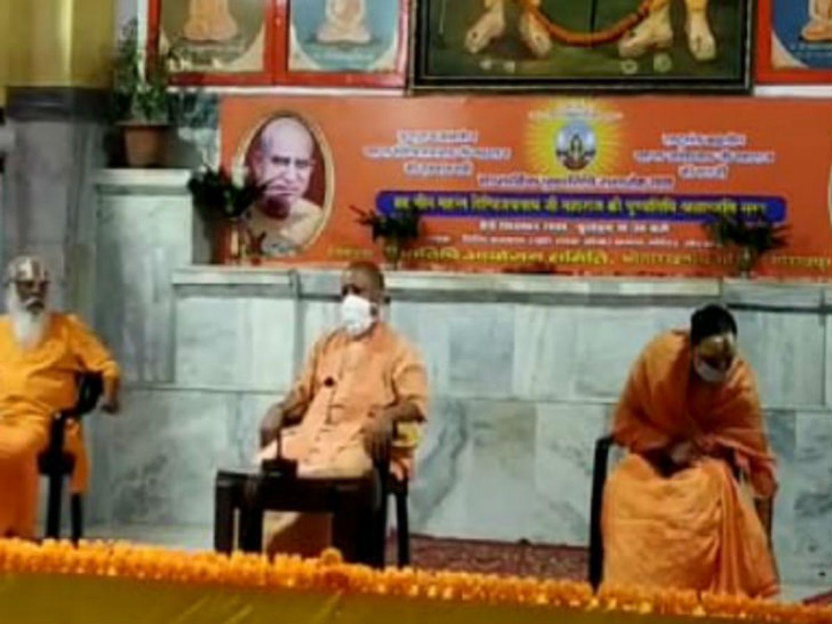 CM Yogi arrives in Gorakhpur on a three-day tour; You can take stock of  Kushinagar Airport on Sunday   तीन दिवसीय दौरे पर गोरखपुर पहुंचे सीएम योगी;  रविवार को कुशीनगर एयरपोर्ट का