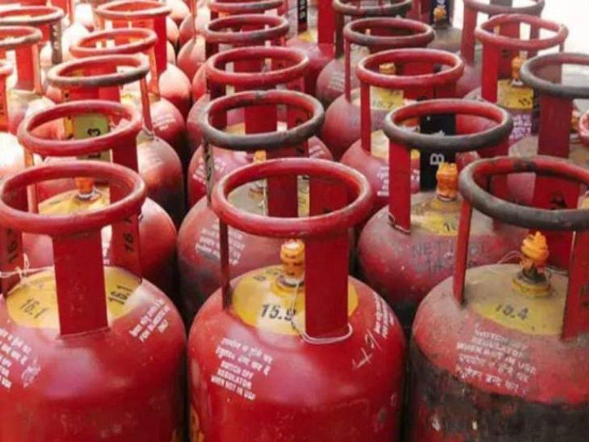 Lpg Gas Cylinder Price Lucknow Update; Women On All LPG Scheme for Subsidy    LPG के दामों ने बिगाड़ा रसोई का बजट, गृहणियों ने कहा- सरकार दखल दे वरना  खत्म हो जाएगी