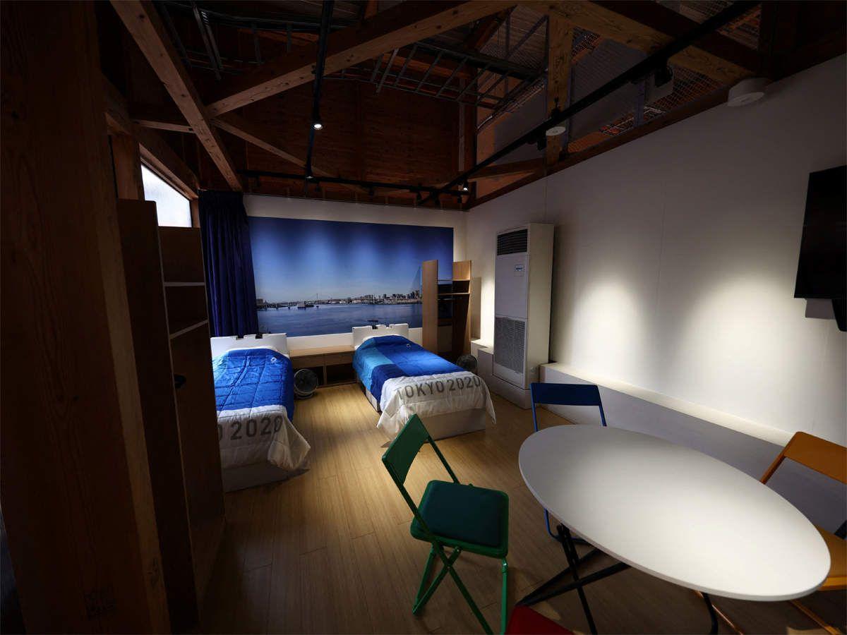 एथलीट्स टीम मेंबर के साथ रूम में बैठकर भी स्ट्रैट्जी बना सकते हैं। इसके लिए एक राउंड टेबल और कुछ कुर्सियां भी लगाई गई हैं।