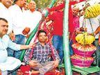 मंत्री बनने पर पहली बार जमशेदपुर पहुंचे सहिस काे कार्यकर्ताओं ने लड्डू-केले से तौला|जमशेदपुर,Jamshedpur - Dainik Bhaskar