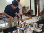 एक्जीक्यूटिव इंजीनियर के घर में किचन में मिले सोने-चांदी के बर्तन; लोकायुक्त का छापा|भोपाल,Bhopal - Dainik Bhaskar