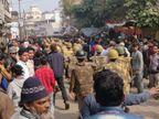 कौशांबी व प्रतापगढ़ में उग्र प्रदर्शन करने वालों पर लाठीचार्ज; प्रयागराज में शांति से प्रदर्शन कर रहीं महिलाओं को नहीं हटा सकी पुलिस|इलाहाबाद,Allahabad - Dainik Bhaskar