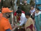 काशी विश्वनाथ मंदिर के गर्भगृह में श्रद्धालुओं के प्रवेश पर लगी रोक; मथुरा में सेवादारों व कान्हा भक्तों के लिए एडवायजरी जारी|वाराणसी,Varanasi - Dainik Bhaskar