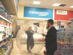 प्लास्टिक के गुब्बारे में महिला ने खुद को किया कैद, सुपरमार्केट पहुंचीं और एक सहायक की मदद से शॉपिंग की लाइफ & साइंस,Happy Life - Dainik Bhaskar