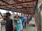 दिल्ली में स्टेशन के बाहर निकलते ही खत्म हो गई सोशल डिस्टेंसिंग, सिर्फ गेट से निकलने के लिए आरपीएफ जवान ने लाइन लगवाई ओरिजिनल,DB Original - Dainik Bhaskar