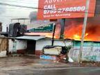 शराब दुकान में शॉर्ट सर्किट से आग लगी, चार फायर गाड़ियों से एक घंटे में काबू पाया, अल्कोहल से रुक-रुककर धमाके हुए|मध्य प्रदेश,Madhya Pradesh - Dainik Bhaskar