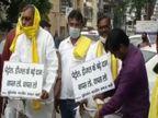 पेट्रोल-डीजल की बढ़ती कीमतों के खिलाफ ओमप्रकाश राजभर समेत पार्टी के विधायक धरने पर बैठे, विधानसभा जाने पर अड़े|उत्तरप्रदेश,Uttar Pradesh - Dainik Bhaskar