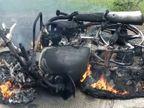 हाईवे पर चलती बाइक में लगी आग, पीछे बैठी महिला ने गाड़ी में आग देख घबराकर लगा दी छलांग|शाजापुर (उज्जैन),Shajapur (Ujjain) - Dainik Bhaskar