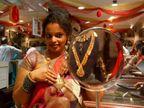 सोने की कीमतें 175 रुपए बढ़कर 49,038 रुपए प्रति 10 ग्राम तक पहुंची; चांदी 863 रुपए बढ़कर 52,225 रुपए प्रति किग्रा हुई|मार्केट,Market - Dainik Bhaskar
