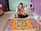 महाराष्ट्रीयन महिलाओं ने फूलों व पत्तियों से रंगोली बनाकर स्पर्धा में लिया भाग