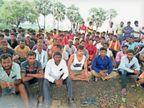अमरी फीडर से नहीं मिल रही 35 गांवों को पांच दिनों से बिजली, ग्रामीणों ने दिया धरना