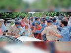 पीटीआई शिक्षकों ने परिवहन मंत्री की गाड़ी को घेरा, मंत्री सचिवालय के पिछले रास्ते से निकले
