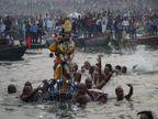 वाराणसी में नाग-नथैया लीला देखने गंगा तट पर उमड़ा जनसैलाब, 450 वर्षों से चली आ रही परंपरा|वाराणसी,Varanasi - Dainik Bhaskar