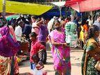 अहमदाबाद में लगा कर्फ्यू तो पूरे गुजरात में डरे लोग, जरूरी चीजें खरीदने के लिए बाजारों में लगी भीड़, देखें PHOTOS|गुजरात,Gujarat - Dainik Bhaskar