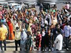 तहसीलदार का तोड़ने का आदेश, लोगों ने कलेक्टर को ज्ञापन देकर कहा- कोरोना है, 30 दिन तो रहने दो|गुजरात,Gujarat - Dainik Bhaskar