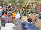 संदिग्ध परिस्थितियों में युवक की मौत की पुलिस नहीं कर रही जांच, ग्रामीणों ने थाने में की नारेबाजी|नरवाना,Narwana - Dainik Bhaskar