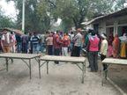 वाराणसी में ट्रक से कुचलकर मां-बेटी की मौत, हेलमेट की वजह से पति की बची जान; ग्रामीणों ने किया हंगामा|वाराणसी,Varanasi - Dainik Bhaskar
