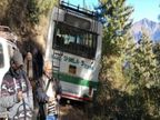 हिमाचल प्रदेश में HRTC की बस सड़क से उतरी; चालक ने दिखाई होशियारी, वरना सवारियों की जान जाती|हिमाचल,Himachal - Dainik Bhaskar