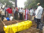दो बार दफनाई गईं, मां की आखिरी इच्छा पूरी करने के लिए बेटे ने 3 महीने दफ्तरों के चक्कर काटे|महाराष्ट्र,Maharashtra - Dainik Bhaskar