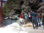 सिमडेगा में सड़क किनारे खड़ी कार पर पलटा ट्रेलर, एक की मौत; JCB की मदद से तीन घायलों को बाहर निकाला झारखंड,Jharkhand - Dainik Bhaskar