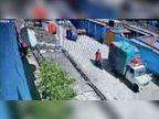 चिकन डिलीवरी कर लौट रहे चालक से रांची में 1.5 लाख की लूट, सामने से गुजरने वाले लोग तमाशा देखते रहे|जमशेदपुर,Jamshedpur - Dainik Bhaskar