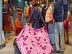 वाराणसी के DM रात को सड़कों पर निकले, पैदल घूमकर जरूरतमंदोंके बीच बांटे कंबल|वाराणसी,Varanasi - Dainik Bhaskar