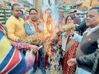 भाजयुमो ने ओरमांझी में युवती की दुष्कर्म और हत्या के विरोध में पुतला फूंका, जोरदार नारेबाजी की|गुमला,Gumla - Dainik Bhaskar