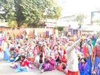 13 दिन से धरने पर बैठी आशा सहयोगिनी कार्यकर्ताओं का टोंक रोड पर धरना, दो घंटे लगाया जाम जयपुर,Jaipur - Dainik Bhaskar