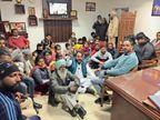 डिग्री के लिए विद्यार्थियों ने एसडीएम दफ्तर घेरा 3 घंटे अधिकारी को बाहर नहीं निकलने दिया|पंजाब,Punjab - Dainik Bhaskar