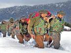 कश्मीर घाटी में घुटनों तक बर्फ जमी, 2 किमी पैदल चलकर सेना के जवानों ने गर्भवती को कंधों पर उठाकर एंबुलेंस तक पहुंचाया|देश,National - Dainik Bhaskar