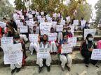 वाराणसी में छात्राओं ने प्रदर्शन करआरोपियों कोफांसी की सजा कामांग किया, कैंडल जलाकर श्रद्धांजलि दिया|वाराणसी,Varanasi - Dainik Bhaskar
