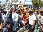 दबंग हिंदू सेना ने एक्टर सैफ अली खान का पुतला जलाया, तस्वीर को चप्पलों से पीटा|उज्जैन,Ujjain - Dainik Bhaskar