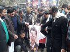 वाराणसी में वकीलों ने चीन के राष्ट्रपति शी जिनपिंग का पोस्टर जलाया, बोले- घुसपैठ बंद करे चीनी सैनिक|वाराणसी,Varanasi - Dainik Bhaskar