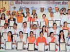 शेखावाटी विश्वविद्यालय के दीक्षांत समारोह में गोल्ड मेडल पाने वाले 38 स्टूडेंट्स में 30 बेटियां|सीकर,Sikar - Dainik Bhaskar