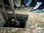 वाराणसी में 30 फीट गहरे सीवर में गिरा युवक, फल वाले की मदद सेपुलिसकर्मियों नेबचाई जान|वाराणसी,Varanasi - Dainik Bhaskar