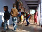 सरकार ने छठी से आठवीं तक के विद्यार्थी बुलाए, स्कूल आने का उत्साह इतना कि पहली से पांचवीं के बच्चे भी पहुंच गए अलवर,Alwar - Dainik Bhaskar