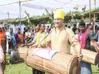 वैलेंटाइन डे पर सरेंडर नक्सलियों की शादी में SP बने बाराती, ग्रामीणों संग किया डांस, पारंपरिक ढोल भी बजाया छत्तीसगढ़,Chhattisgarh - Dainik Bhaskar