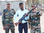 एनसीसी कैंप में ट्रेनिंग के दौरान नहीं थी रायफल, आईटीआई छात्र ने 2 दिन में बना दी लकड़ी की, खुश हुए सेना के अफसर|मध्य प्रदेश,Madhya Pradesh - Dainik Bhaskar