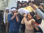 बेटी से छेड़छाड़ का विरोध करने पर पिता की हत्या, बेटी ने अर्थी को कंधा दिया; पीड़ित परिवार का दावा- आरोपी सपा नेता|लखनऊ,Lucknow - Dainik Bhaskar