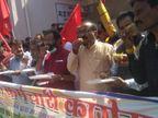 कर्मचारियों ने सरकार के खिलाफ विरोध जताने सांकेतिक भूसा खाया; बोले बजट में न महंगाई को ध्यान में रखा गया और न ही कर्मचारियों को|मध्य प्रदेश,Madhya Pradesh - Dainik Bhaskar