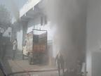 प्लास्टिक, कूलर में लगने वाली घास और पैकिंग के गत्ते से तेजी से फैली आग, 15 दमकल से साढ़े 6 घंटे में पाया आग पर काबू जयपुर,Jaipur - Dainik Bhaskar